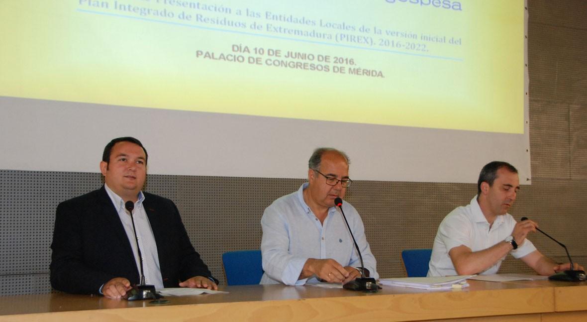 75 entidades locales conocen Plan Integrado Residuos Extremadura