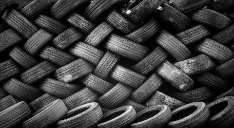 Ecologistas denuncia gran acumulación neumáticos Pastores
