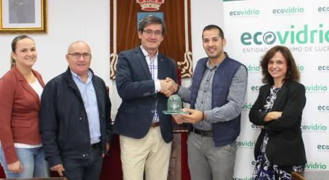 Adra recibe 'Iglú Verde' Ecovidrio aumentar 24% reciclaje vidrio este verano