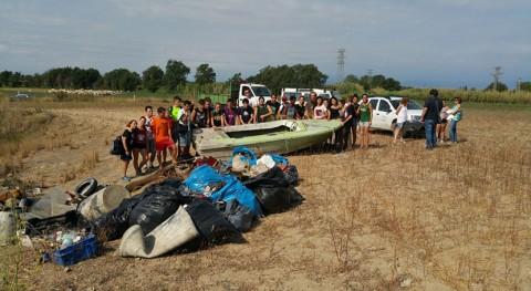 20 jóvenes realizan tareas limpieza y recogida residuos Aiguamolls l'Empordà