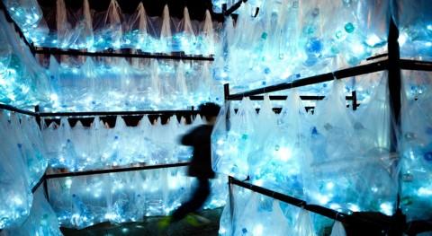 Arte urbano Plaza Mayor Madrid reflexionar residuos plásticos