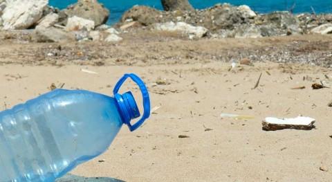 Más 8 millones toneladas plástico acaban arrojadas al mar cada año