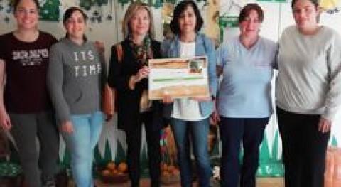 EEI Montevil recibe premio ganar V Concurso Arboles Reciclados Navidad Gijón