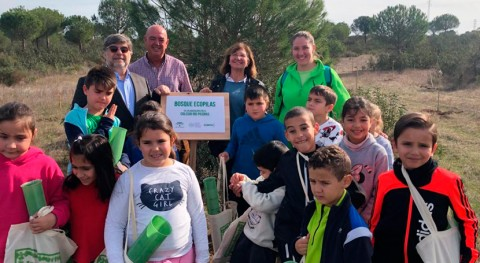 Alumnos Lepe participan reforestación zona alto valor biológico región