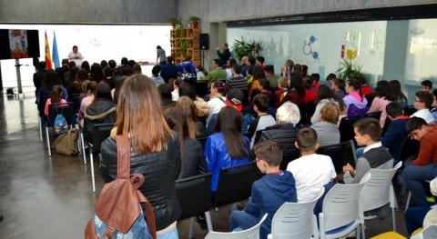 Muñecos invisibles y regadera ecológica, premios concurso reciclaje práctico Badajoz