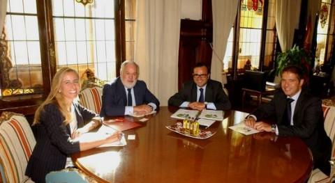 Miguel Arias Cañete se reúne directivos Ecoembes