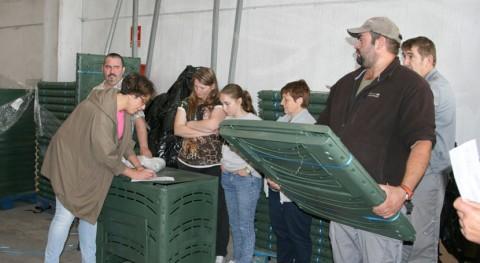 Ordes reparte vecinos 65 compostadores cedidos Sogama