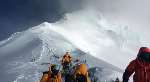 mayor expedición realizada Everest revela deshielo y presencia microplásticos