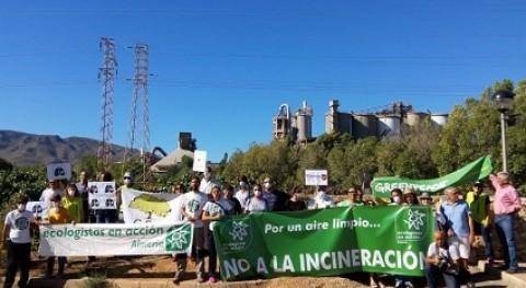 Ecologistas protesta frente cementera CEMEX Gádor
