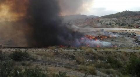 Ecologistas exigen clausura vertedero Pedralba incendio