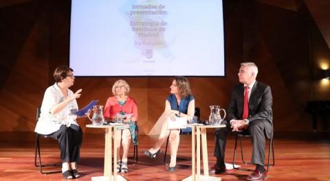 """Manuela Carmena: """"Creatividad y solidaridad son claves nuestra estrategia residuos"""""""
