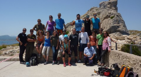 25 voluntarios participan jornada limpieza mirador sa Creueta Formentor