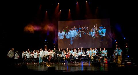Orquesta Instrumentos Reciclados Cateurasube al escenario Teatro Real