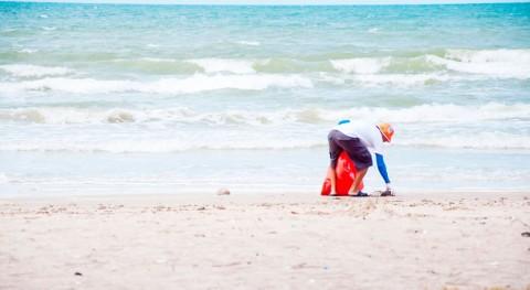 primera botella champú hecha plástico recogido playas es realidad