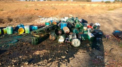 Ecologistas denuncia vertido pinturas Tinazas, Alcalá Guadaíra