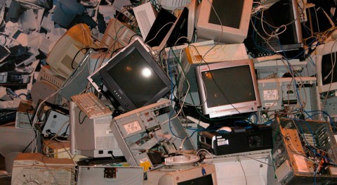 AMBILAMP y FENIE renuevan colaboración fomento reciclaje aparatos eléctricos
