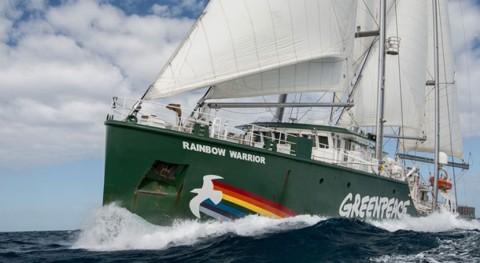 barco Rainbow Warrior llega Barcelona pedir Mediterráneo plásticos