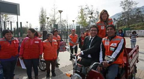 20 recicladores chilenos cambian triciclos manuales otros motorizados