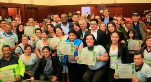 93 recicladores colombianos se convierten gestores ambientales urbanos