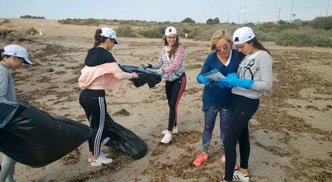 70 voluntarios recogen 100 kilos basura playa Casica Verde Águilas
