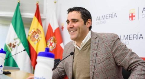 Almería insta recoger excrementos y echar agua orines orines perros