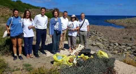 Reina Doña Sofía se suma campaña '1m2 playas y mares' LIBERA