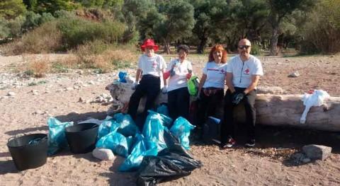 Voluntarios Cruz Roja recogieron 677 kilogramos residuos litoral mallorquín 2016