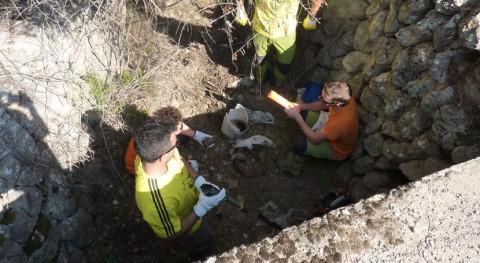 decena barranquistas se implican retirada residuos torrente ses Olives