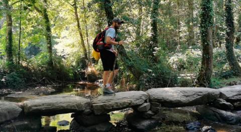 """Roberto Leal recoge basuraleza Camino Santiago proyecto """"Camino Reciclaje"""""""