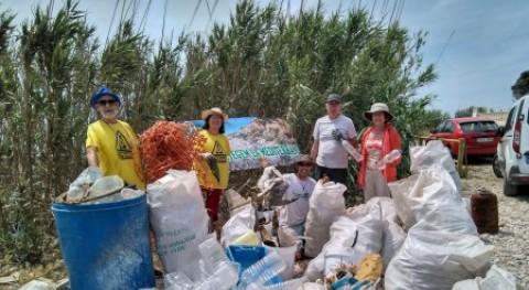 Recogidos 300 kilos residuos varias playas Vinaròs y Benicarló