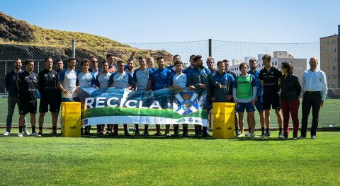 CD Tenerife promueve reciclaje envases aficionados blanquiazules