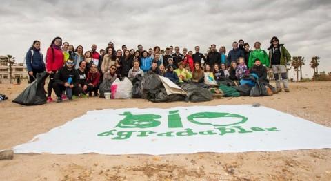 incesante incremento plásticos playas reclama más educación medioambiental