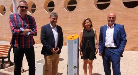 Universidad Almería estrena contenedores reciclaje pilas y acumuladores