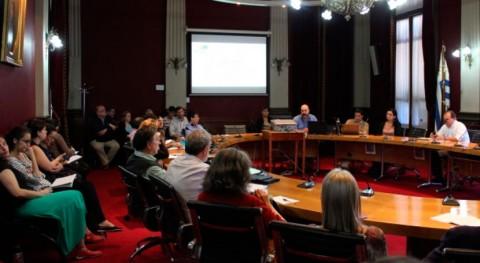 Uruguay pone debate torno gestión residuos mesa