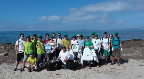40 voluntarios retiran más 130 kilos residuos área natural es Carnatge Palma