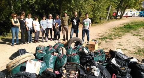 Voluntarios recogen 400 kilos basura riberas ríos Júcar y Moscas