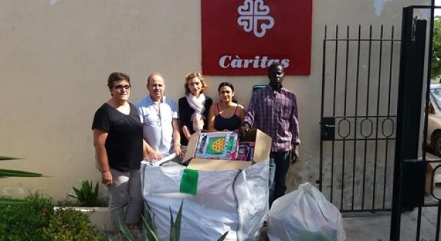 EMAYA entrega Cáritas 150 kilos juguetes recogidos camión reciclaje