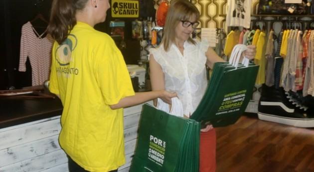 Fundación Santiago Centro reparte 30.000 bolsas ecológicas establecimientos