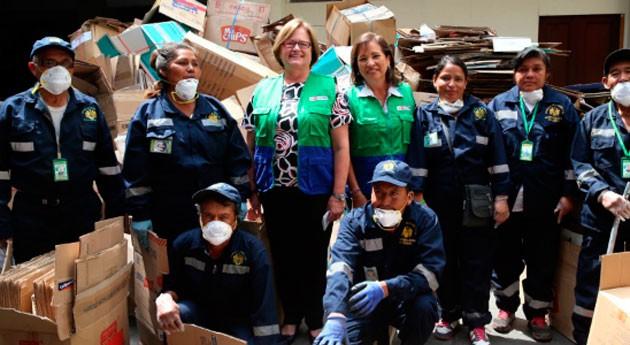 Asociaciones recicladores Comas reciben material ser utilizado productos reciclados