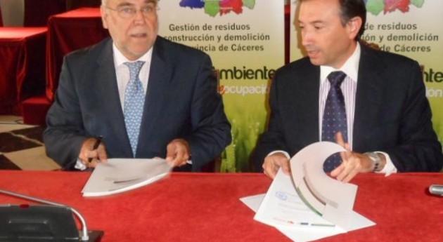Diputación Cáceres firma convenio Consejería Agricultura y Medio Ambiente gestión residuos construcción
