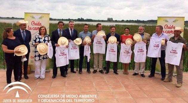 Andalucía reparte 3.000 bolsas residuos peregrinos Rocío