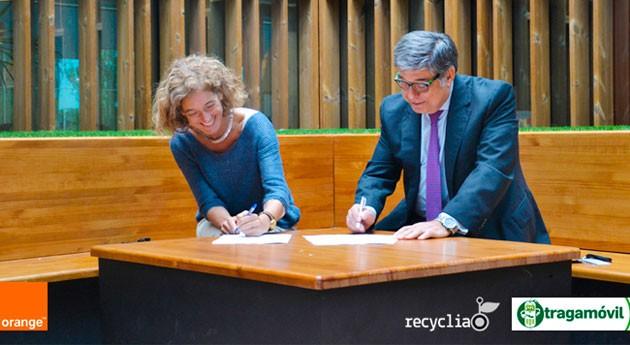 Reciclators: Profesores y alumnos cuidan planeta recogida y reciclaje móviles