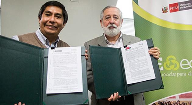 """Perú impulsa reciclaje solidario campaña """"REeduca: reciclar abrigar"""""""