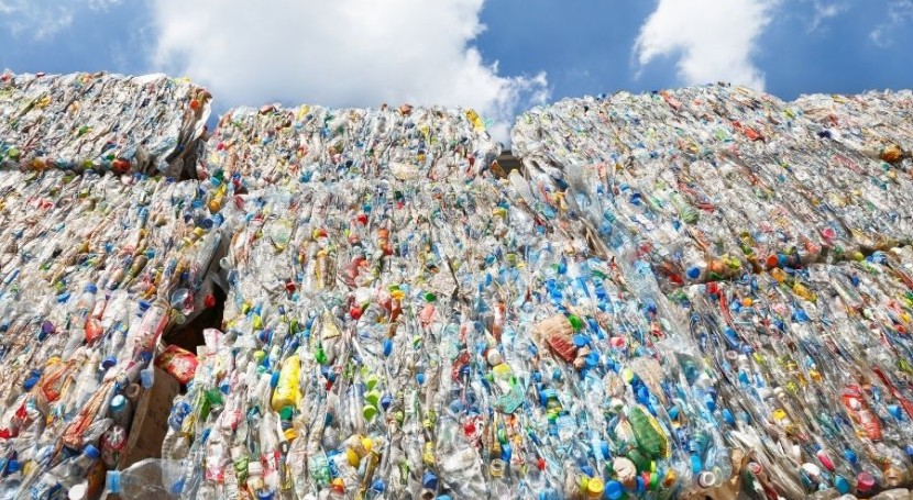 Primer acreditado ENAC certificación porcentaje plástico reciclado
