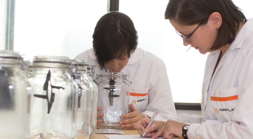 AIMPLAS se acredita ensayos olor automoción y biodegradación y desintegración