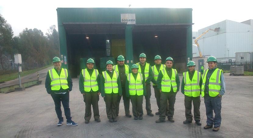 """Alumnos """"Mos Verde"""" completan conocimientos gestión residuos planta Sogama"""