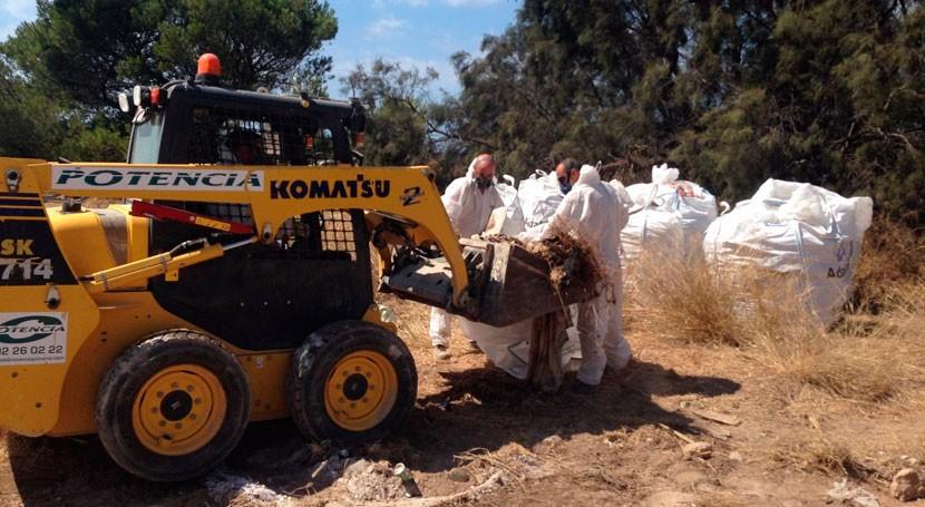 EMAYA retira más 15 toneladas amianto Es Carnatge vertidas hace 8 años