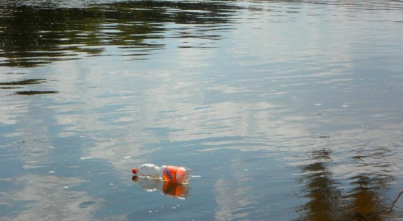 Ayuntamiento Málaga retira residuos sólidos arroyos