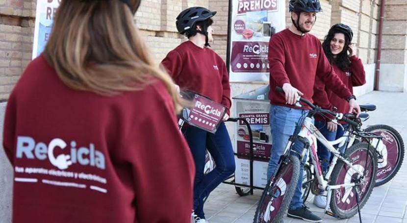 marcha campaña reciclaje RAEE Valencia bici-informadores ambientales