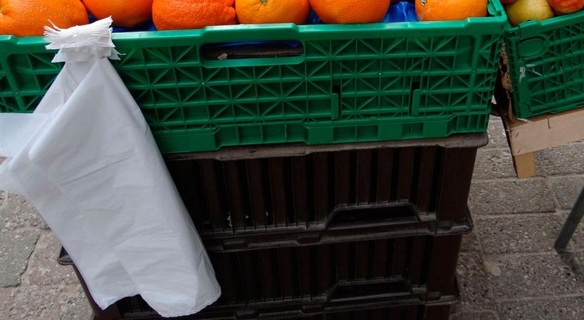 CNMC aboga crear impuesto vez cobrar bolsas plástico